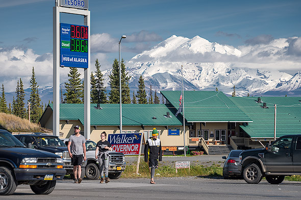 Grocery, Gas Stations, Convenience Stores. This is the famous meeting point «Hub of Alaska» in Glennallen