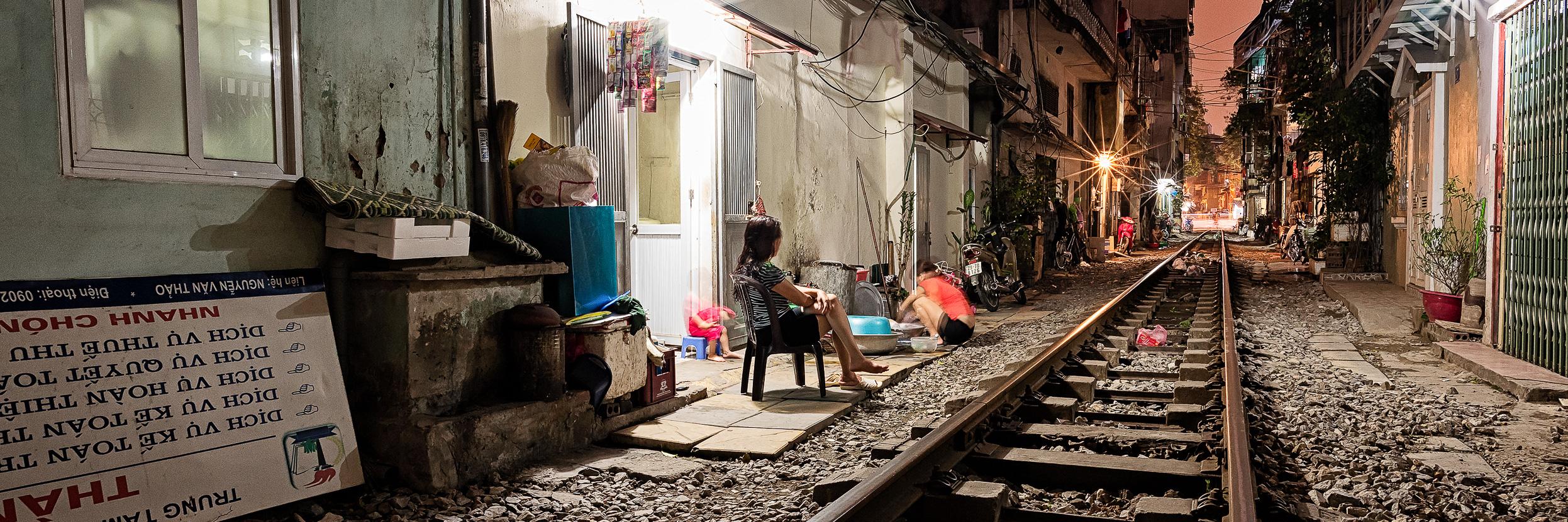 TRAIN TRACKS OF HANOI · Urs Zihlmann